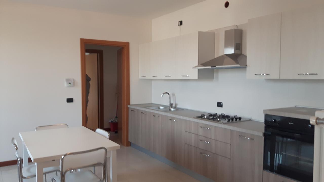 Affitto appartamento con garage solesino affitto for Garage 30x40 con appartamento